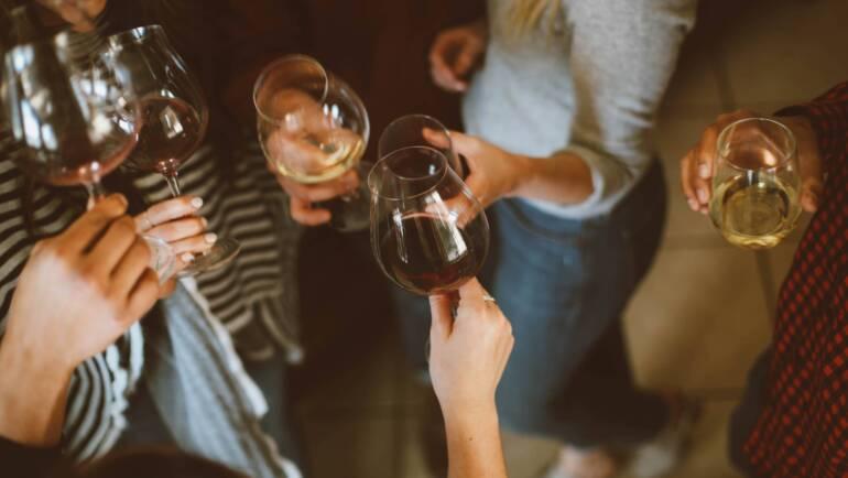 ¿Qué planes NO MARIDAN, pero nada, con vino?